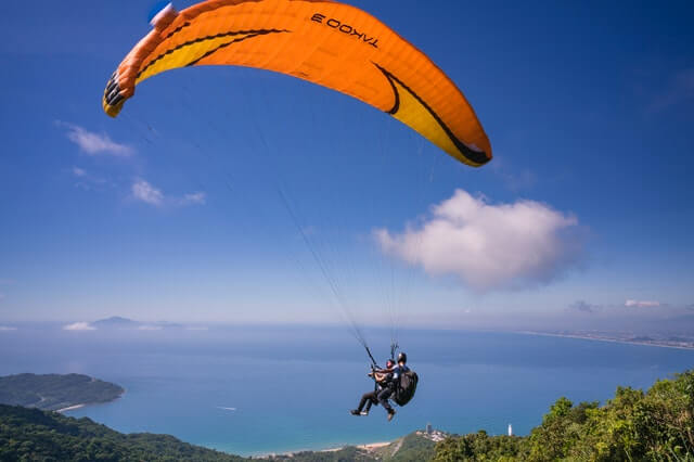 thrill seeker paraglider